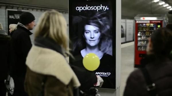 Cartel interactivo en metro