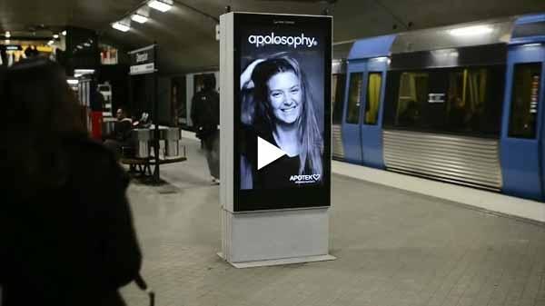 Cartel interactivo en metro video