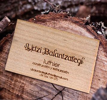 Diseño tarjeta de visita en madera y marca luthier
